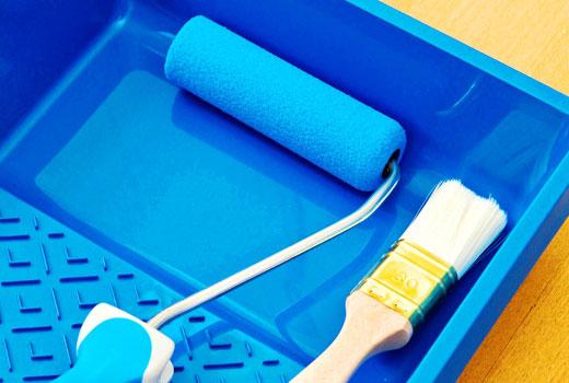 Инструменты для нанесения лака - кисть и валик