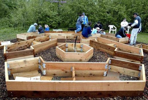 Комплекс деревянных заборчиков для клумб