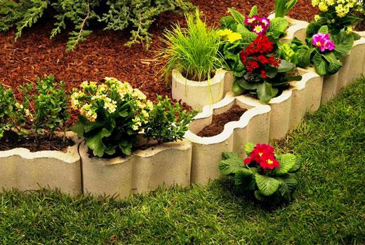 Бордюр для цветника из фигурных блоков