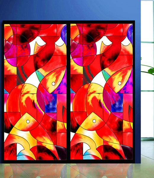 Яркий декор стеклянной двери