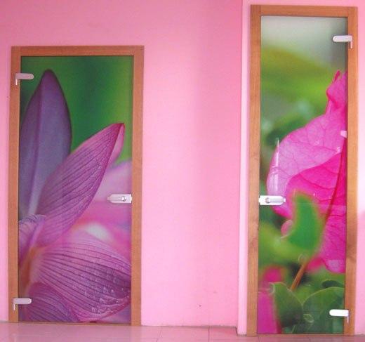 Рисунок цветов на двери
