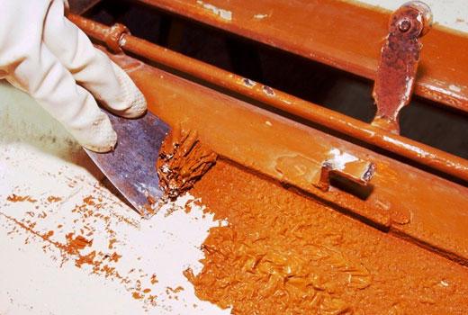 Счистить старый слой краски