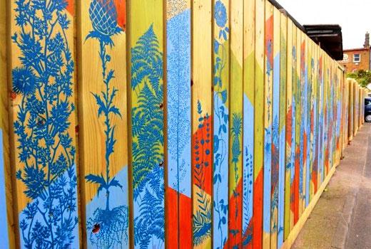 Рисунок трафаретный на заборе