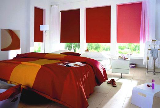 Красивые ролеты в спальне