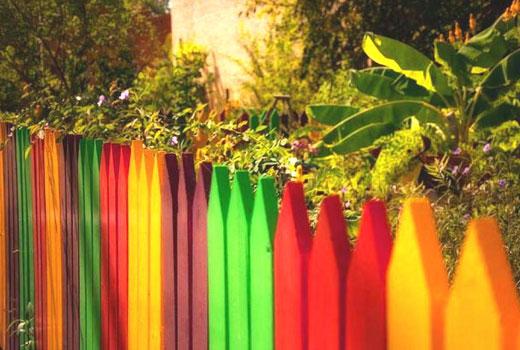 Цветной деревянный штакетник