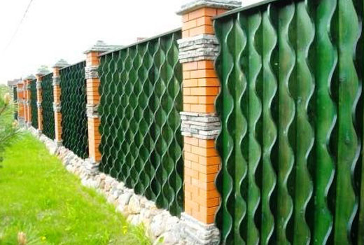 Красивые забор из досок