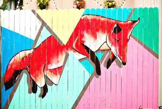 Рисунок лисы на заборе