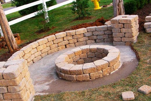 Заливаем площадку бетоном