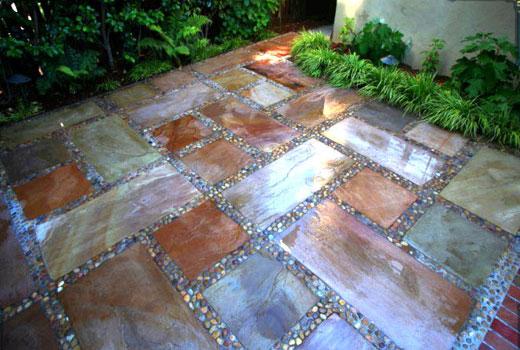 Бетонная площадка с имитацией каменных плит