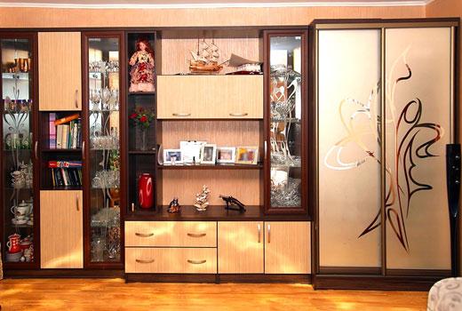 Шкаф купе с декорированным остеклением