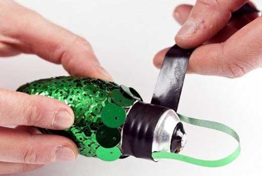 Декоративная шишка - игрушка на елку