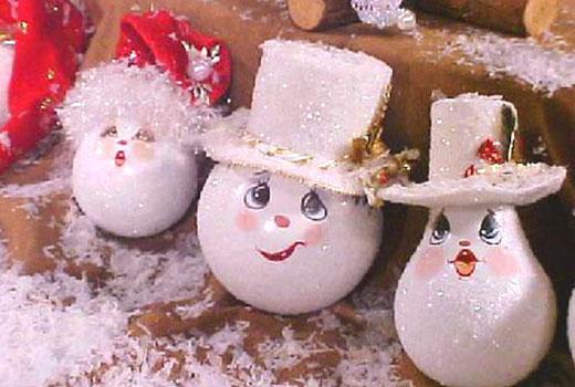 Снеговички из лампочек