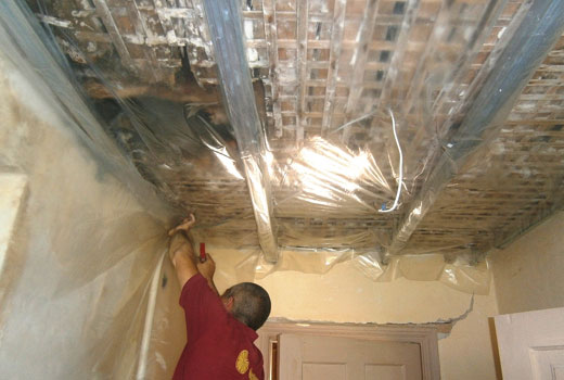 Полиэтиленовая пленка при утеплении потолка