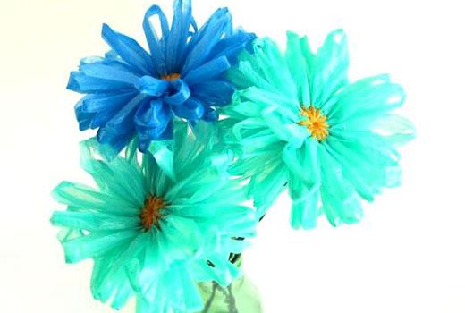 Полиэтиленовые цветки для сада