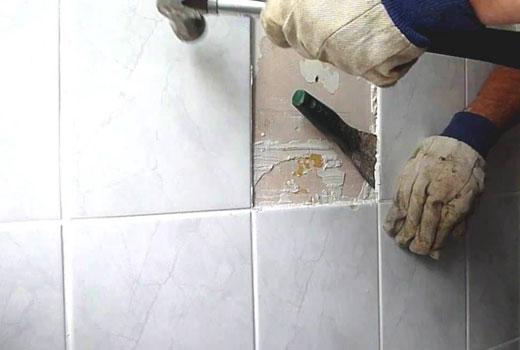 Как снять кафельную плитку со стены