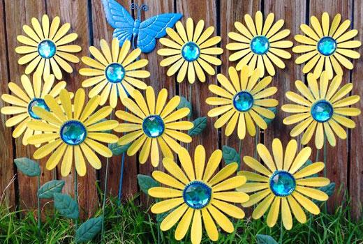Оригинальные поделким для сада - цветы из банок