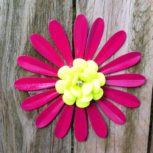 Цветок из металлической банки