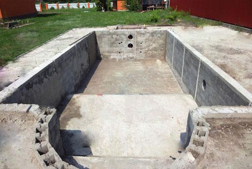 Бассейн из блоков