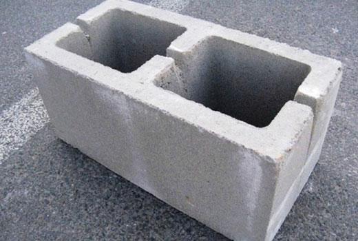 Пустотелый бетонный блок