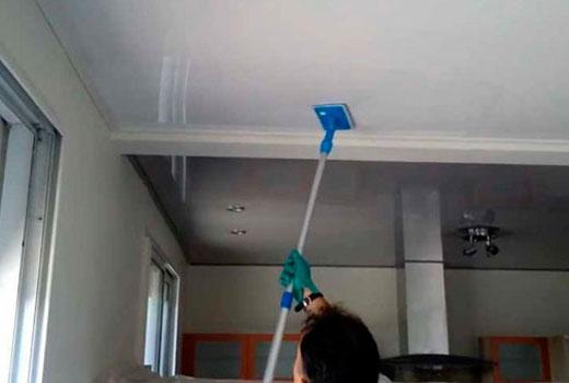 Смыть краску с потолка