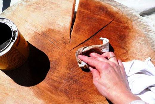 Окрашиваем спил дерева