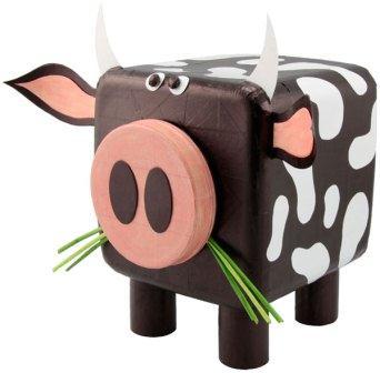 корова из пластикового бутля