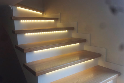 как сделать подсветку лестницы