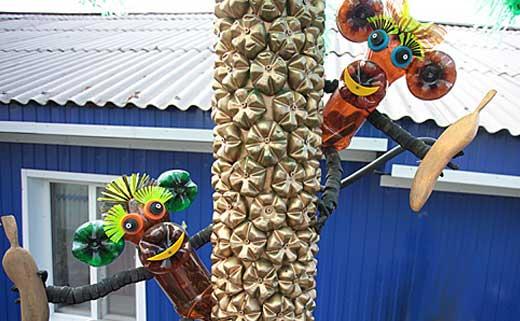 пальма с обезьянками из бутылок