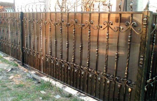 роскошный забор из поликарбоната