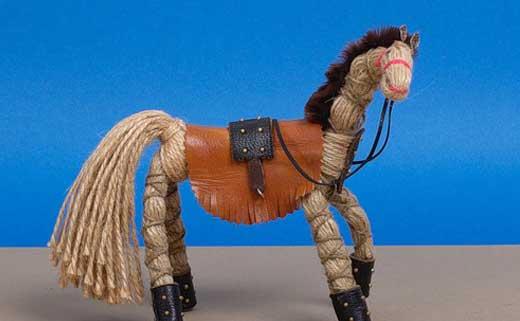 лошадь поделка