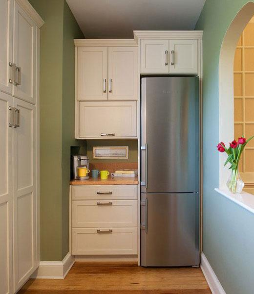 холодильник в шкафу