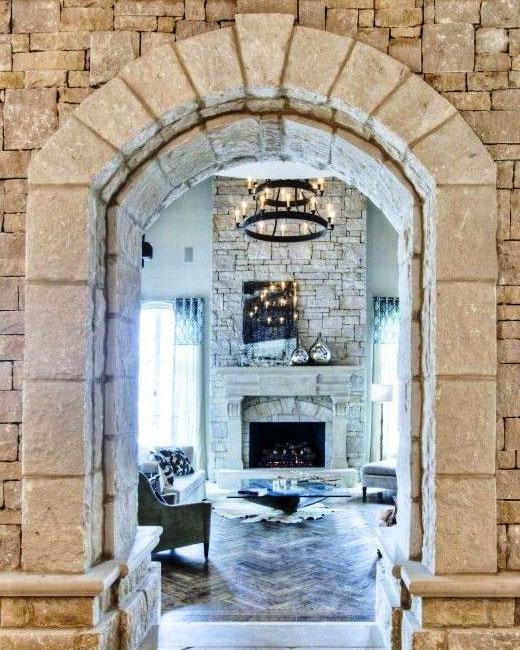 арка камень в коридоре