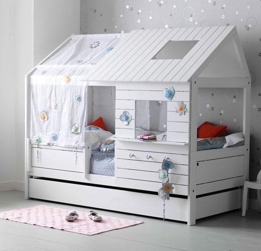 Белый домик со спальным местом