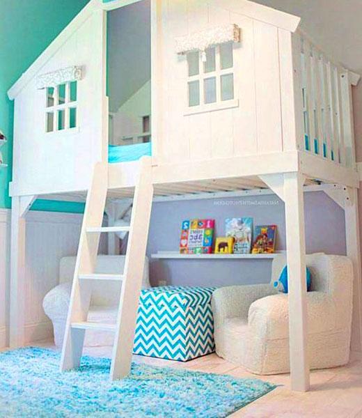 кровать на втором ярусе в детской