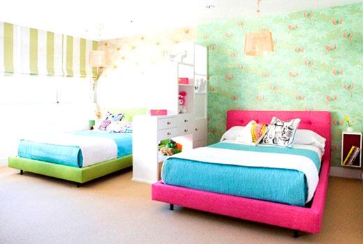 Напольный стеллаж в комнате для детей