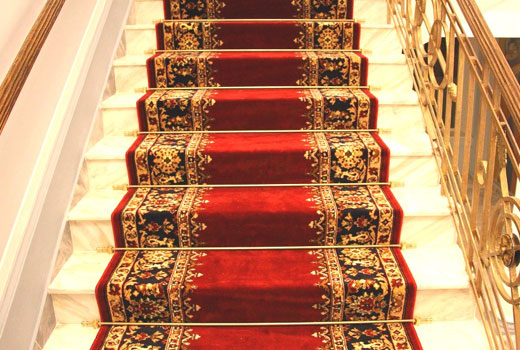 дорожка на ступенях лестницы