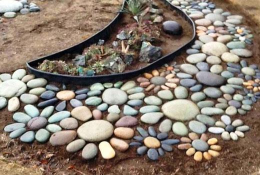 площадка из каменных цветов