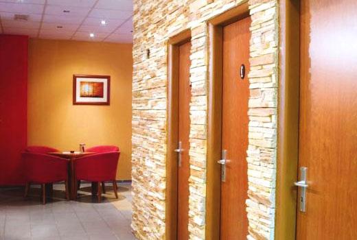 двери камень