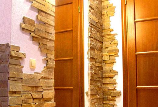 частичная отделка стен коридора камнем