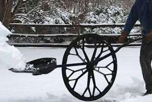 снегоуборочная лопата на колесе