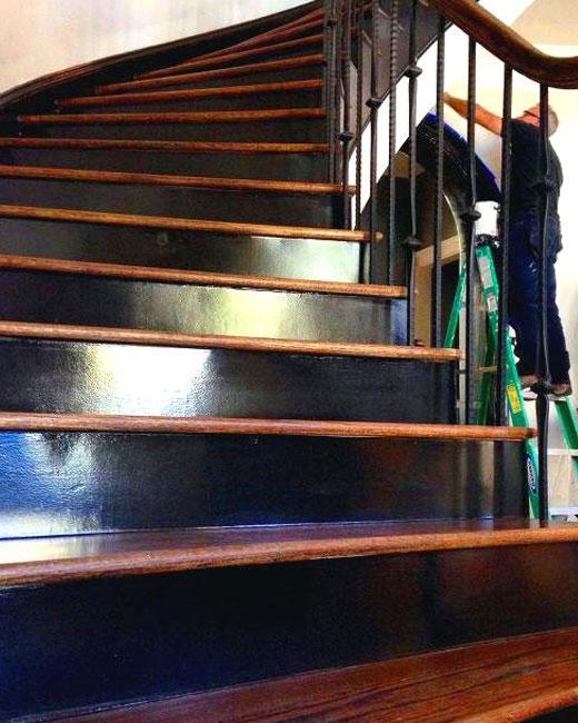 покраска и лакирование лестницы