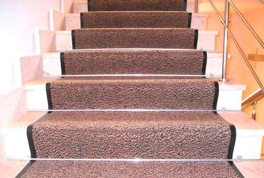 крепление дорожки на лестнице