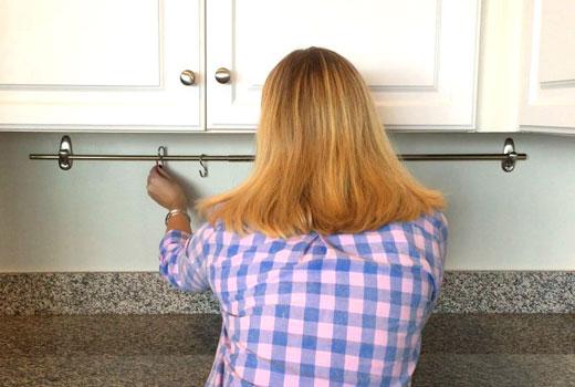 вешалка-штанга на кухне