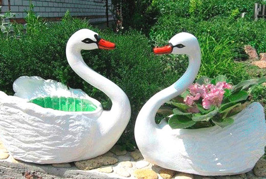 Лебеди из пластиковых бутлей