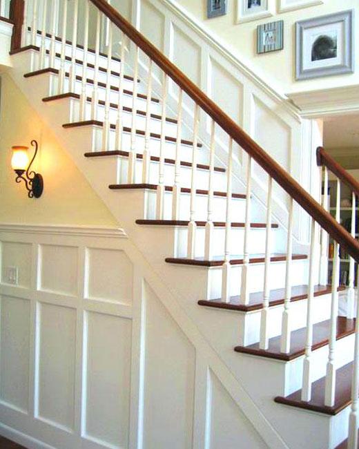лестница с белыми подступенками