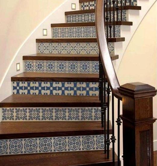 лестница голубой узор