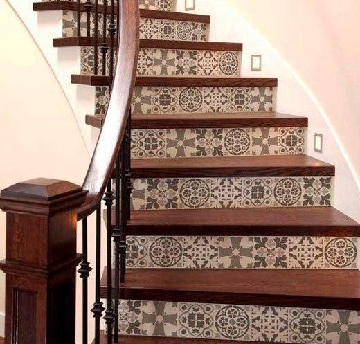 лестница коричневый узор