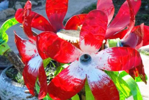 соцветие лилии из бутылок
