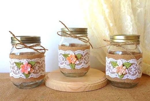 мешковина и ленточки на вазах