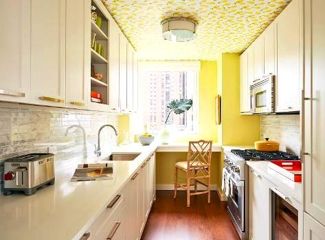 желтые обои для потолка кухни